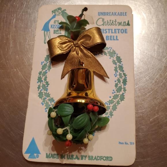 NWT Vintage Unbreakable Christmas Mistletoe Bell